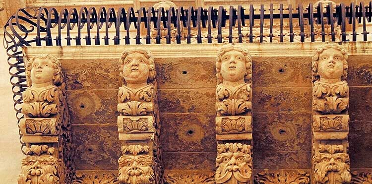 The workshops in Sicily wll be inspired by the beauty of Siclian baroque architecture during our walking tour of Noto.