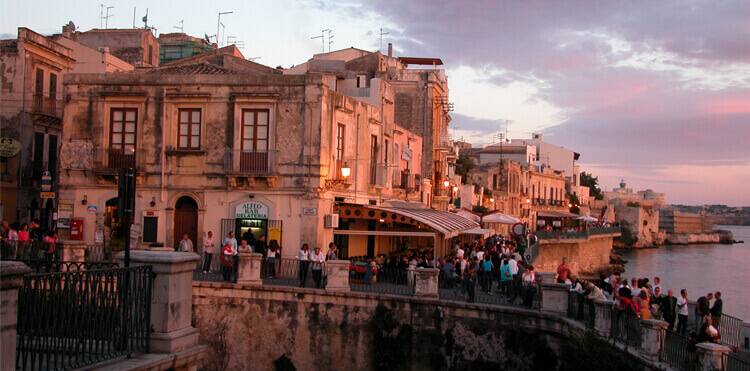 Our art workshops in Sicily are based in Ortigia, the cultural and historic heart of Syracuse.