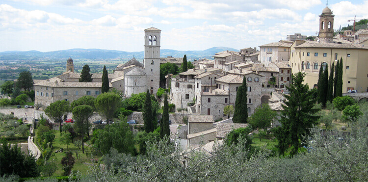 Our excursion to Assisi is one of the highlights of Art Incontro Umbria, the most beautiful medieval art centre in Europe.